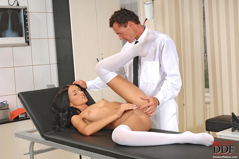 гинеколог с матами трахает пациентку русское фото без регистрации 6